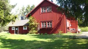 Rotviks Gård, kontorslokalens gavel och hönshuset
